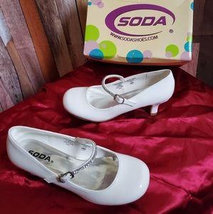 New in box! Girls White Soda Dress Shoes Size 4M